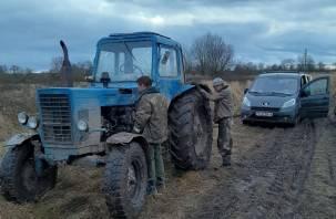 Через поля и ухабы нелегалы пытались пробраться в Россию на тракторе