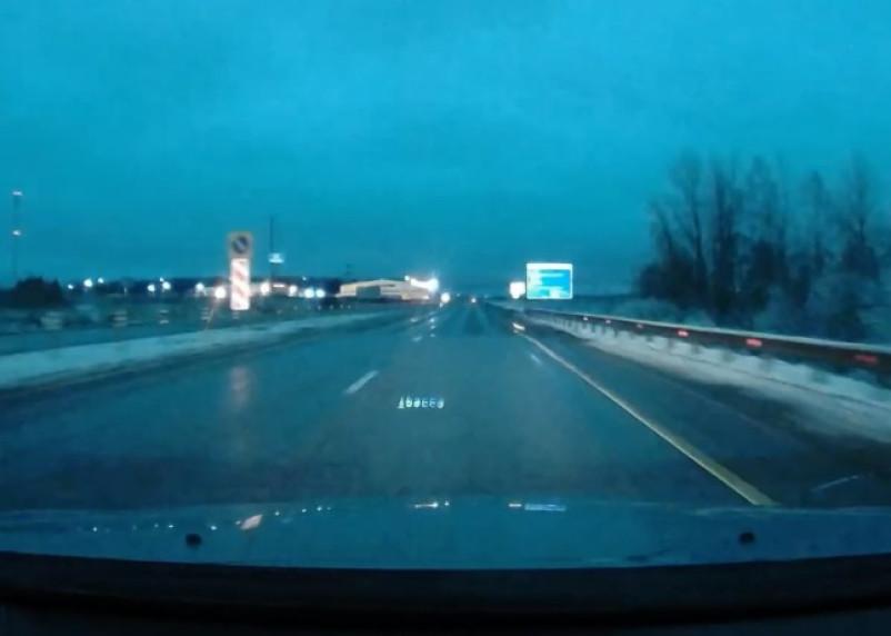 Яркая вспышка над Смоленском попала на камеру видеорегистратора