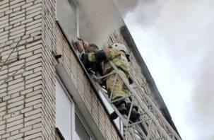 В Смоленске спасали людей из огня. Кадры с места происшествия