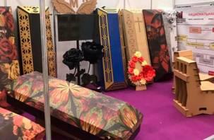 Экологично и красиво. В России начнут продавать картонные дизайнерские гробы