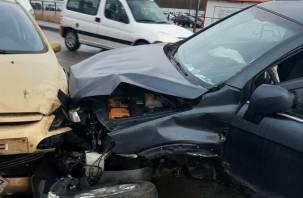 Жесткое ДТП в Смоленске заблокировало движение транспорта