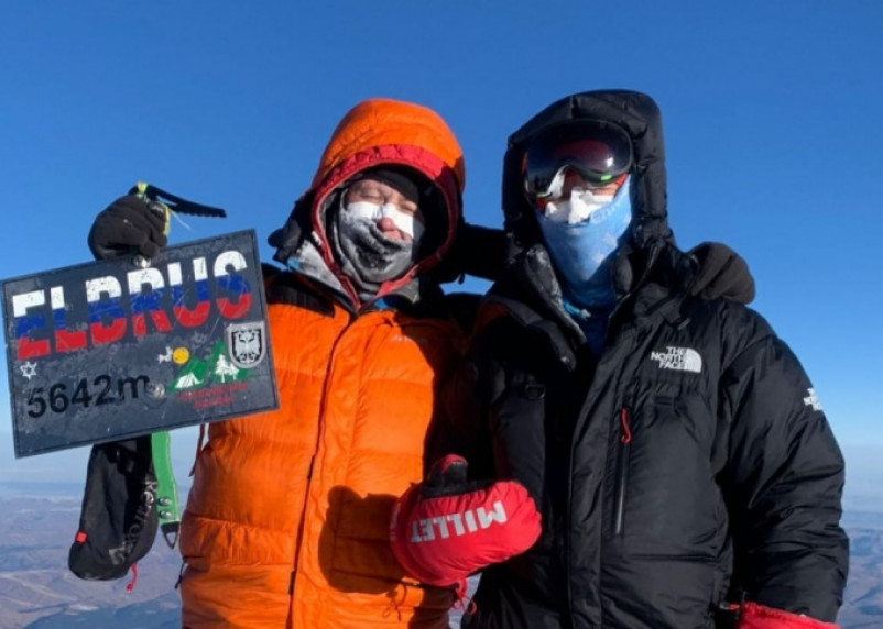 Альпинисты из Смоленска и Новосибирска спасли девушку на Эльбрусе