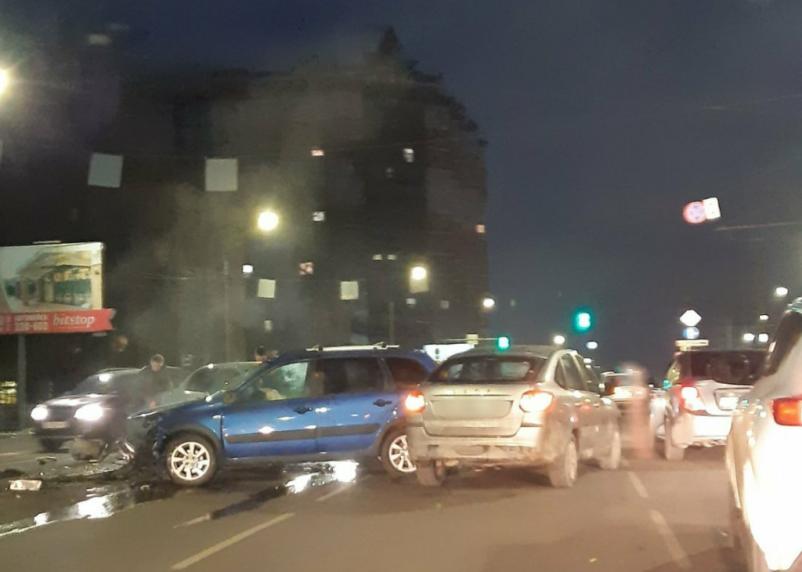 В жестком ДТП в Смоленске пострадал водитель иномарки