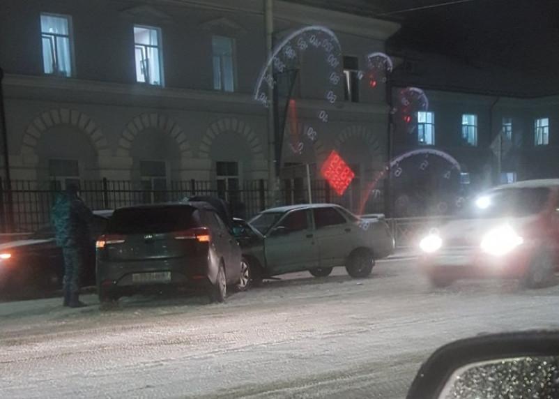 Из-за аварии на улице Фрунзе образовалась внушительная пробка