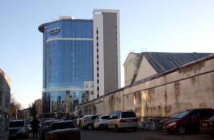 «Мегаполис» с трудной судьбой. Строительство отеля в Смоленске заподозрили в нарушениях