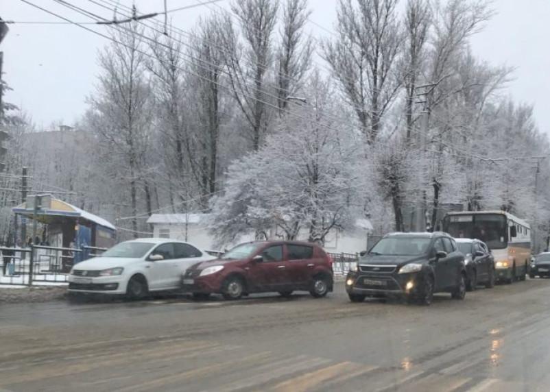 Столкновение иномарок спровоцировало пробку в Смоленске