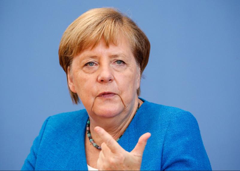 В Германии закрывают школы и магазины