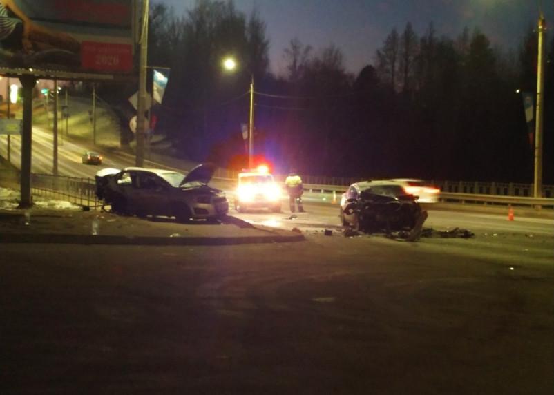 Парень и две девушки вылетели из авто. Подробности смертельной аварии в Смоленске