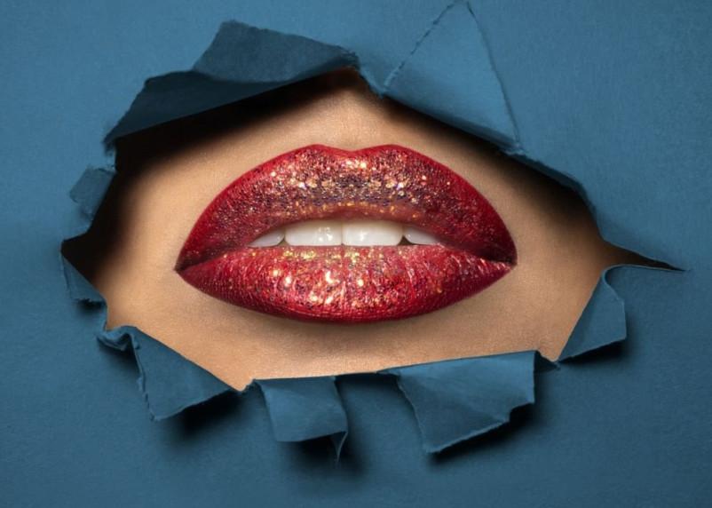 Продажи губных помад из-за масок рухнули. Производители придумали новинки