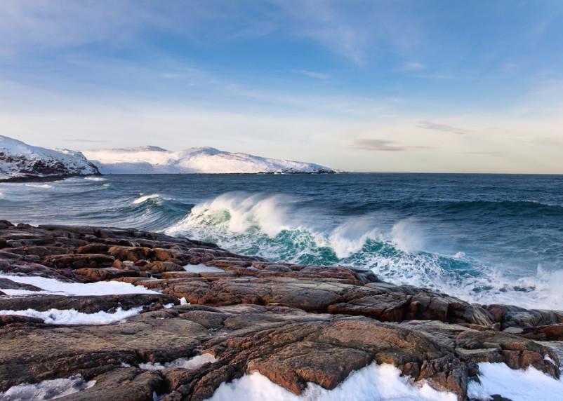 В Баренцевом море затонуло судно с рыбаками. Пропали 17 человек