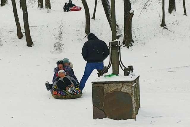 Смоляне катаются на ледянках с риском для жизни. Это результат проверок Ростехнадзора