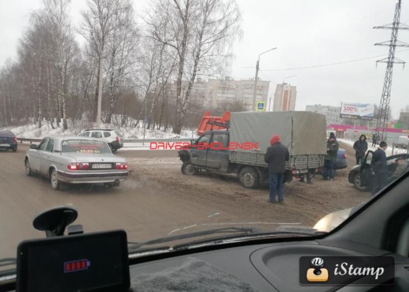 КамАЗ, УАЗ и Хендай. Еще одна серьезная массовая авария произошла в Смоленске