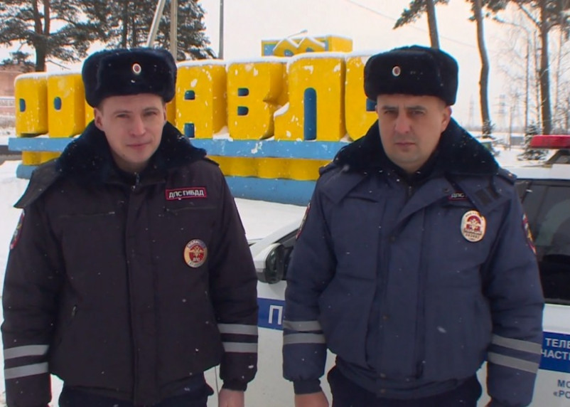 Спасли мужчину из горящей машины. Рославльские полицейские представлены к награде