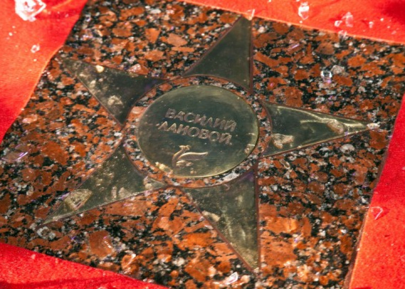 Умер Василий Лановой. Его имя увековечено на аллее звезд в Смоленске