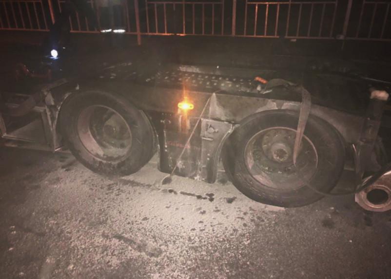 В Смоленской области на трассе М-1 вспыхнула на ходу фура