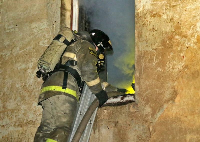 В Сафонове произошел пожар в жилом доме. Есть пострадавшие