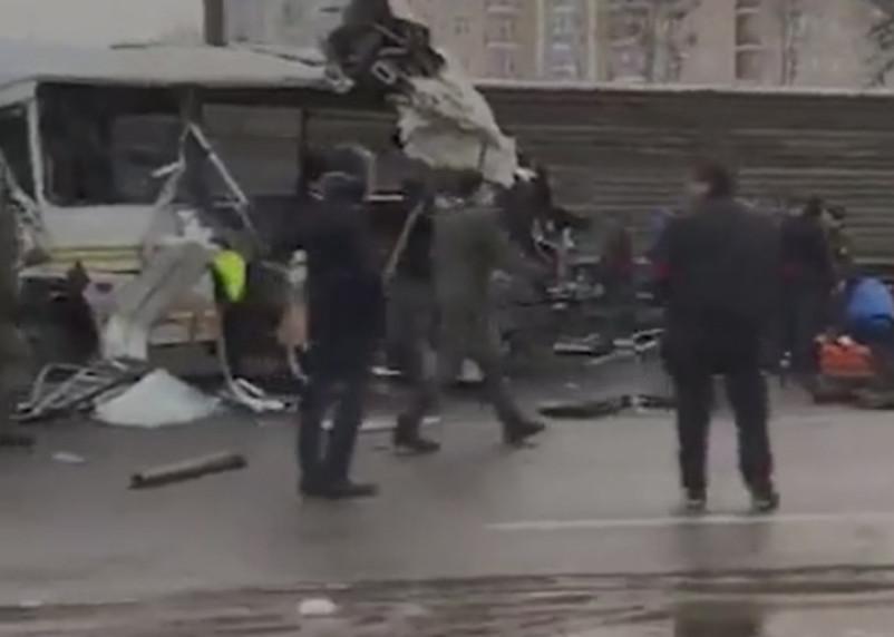 В ДТП с военными автобусами погибли 4 человека. Видео попало в сеть
