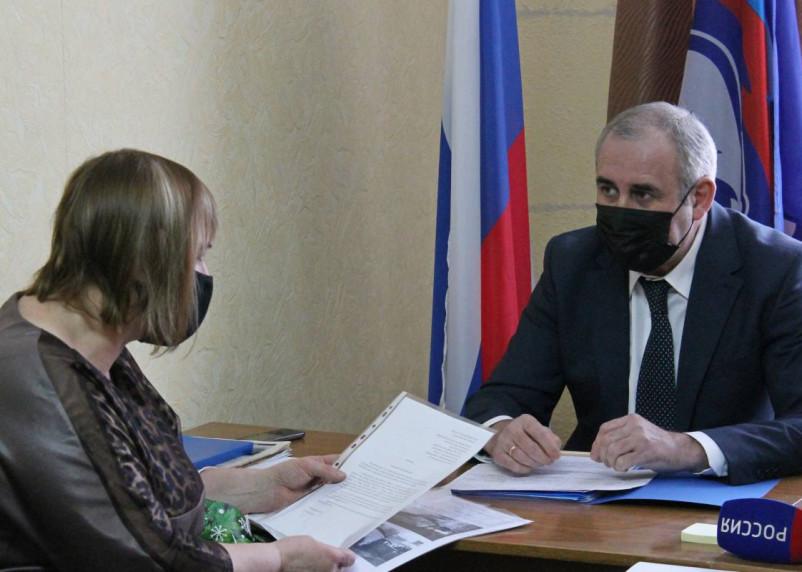 Переобещал обещанное. Сергей Неверов пятый год решает проблему с баней в райцентре Смоленской области