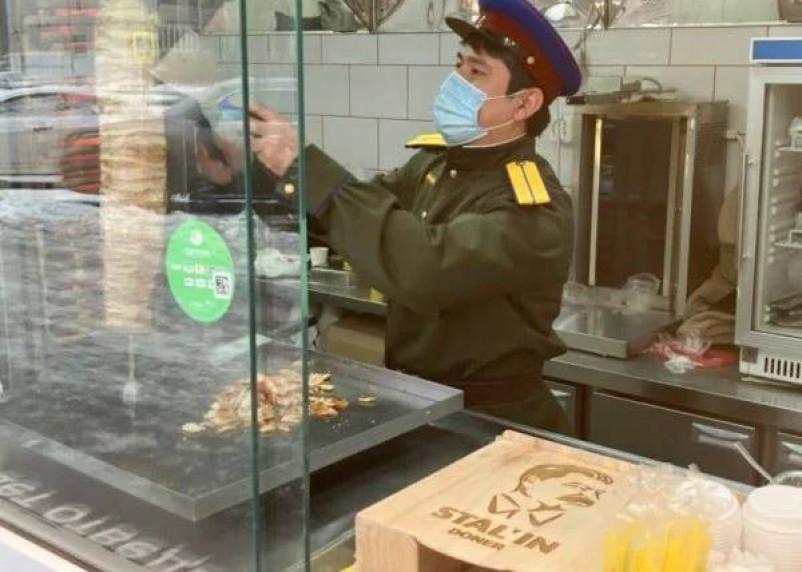 Шаурмой «от Сталина» заинтересовалась полиция