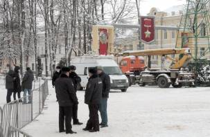 Санкционированная уборка и несанкционированное шествие в Смоленске. Фоторепортаж