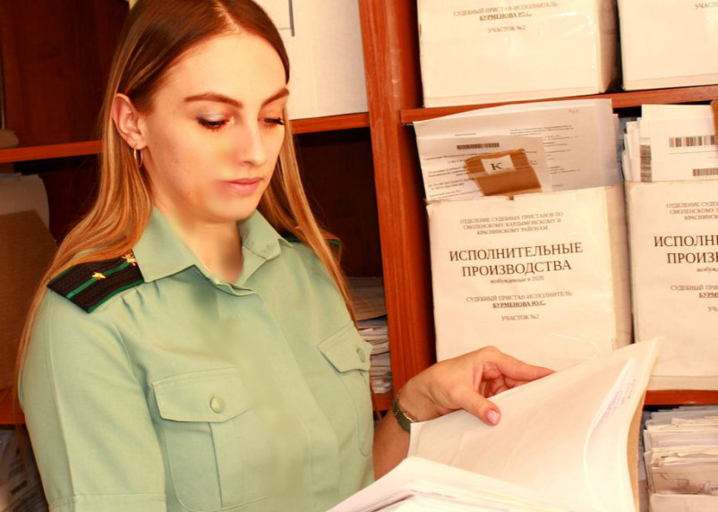 Смолянин отстоял право на общение с дочкой только через судебных приставов