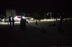 Жители Смоленска жалуются на тьму возле школ