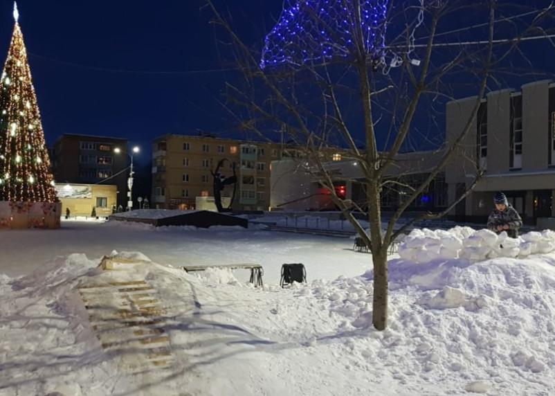 «Это полный отстой». Главу Гагаринского района поблагодарили за горку для детей