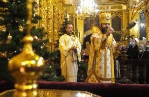 В Смоленске в Успенском соборе состоялось рождественское богослужение