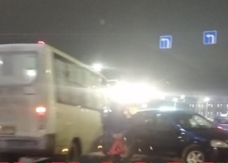 ДТП с маршруткой парализовало движение в центре Смоленска