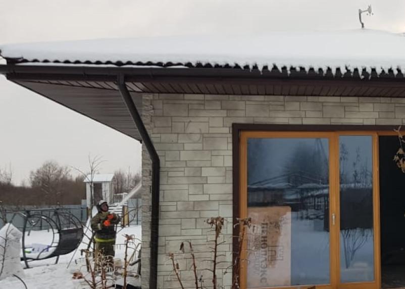 В Гагаринском районе из-за барбекю начался пожар