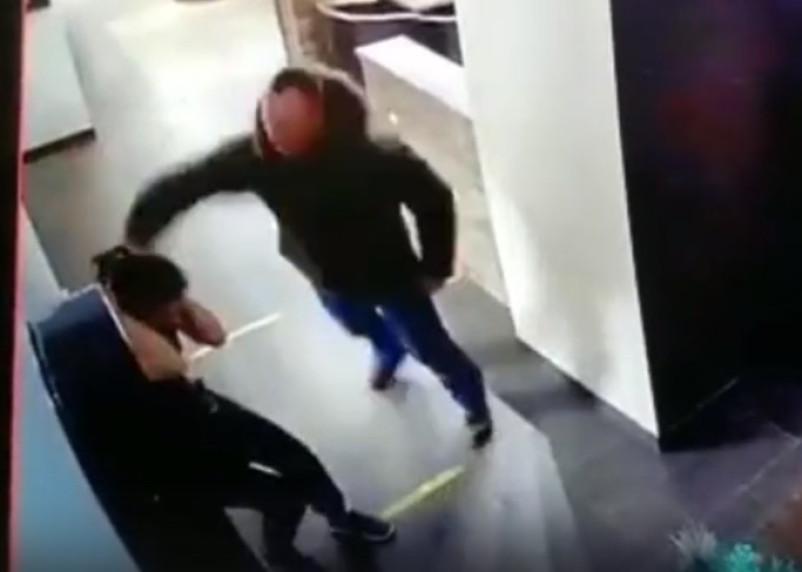Смолянин избил официантку, отказавшую ему в выпивке. Инцидент попал на видео