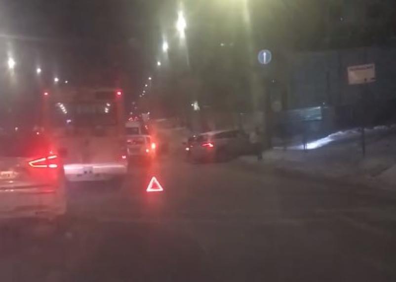 В Смоленске произошло серьезное ДТП с участием четырех машин