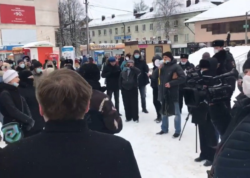 В Смоленске проходит несанкционированное шествие в поддержку Навального