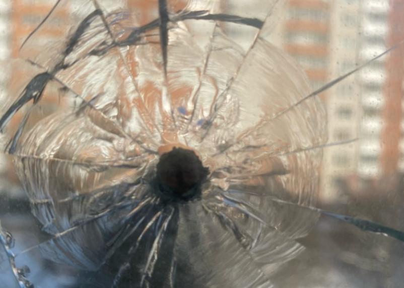 Полиция назначила проверку после обстрела окна квартиры в Смоленске
