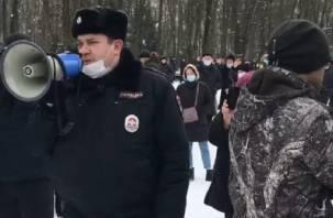В Смоленске проходит несанкционированный митинг в поддержку Навального