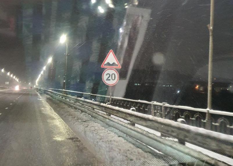 Смоленские власти «решили» проблему с ямами на Крестовоздвиженском мосту