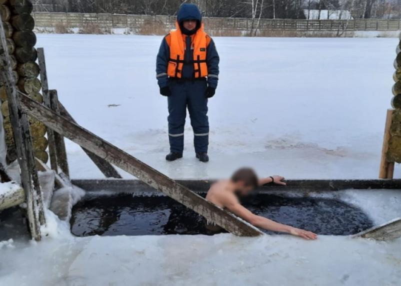 В МЧС опубликовали фото крещенских купаний в Смоленской области