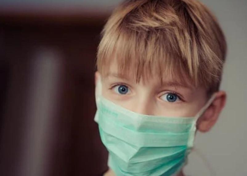 Перечислены пять симптомов британского коронавируса-мутанта у детей