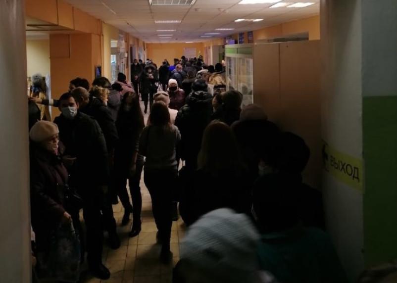 Жители смоленского райцентра жалуются на очереди в поликлинике