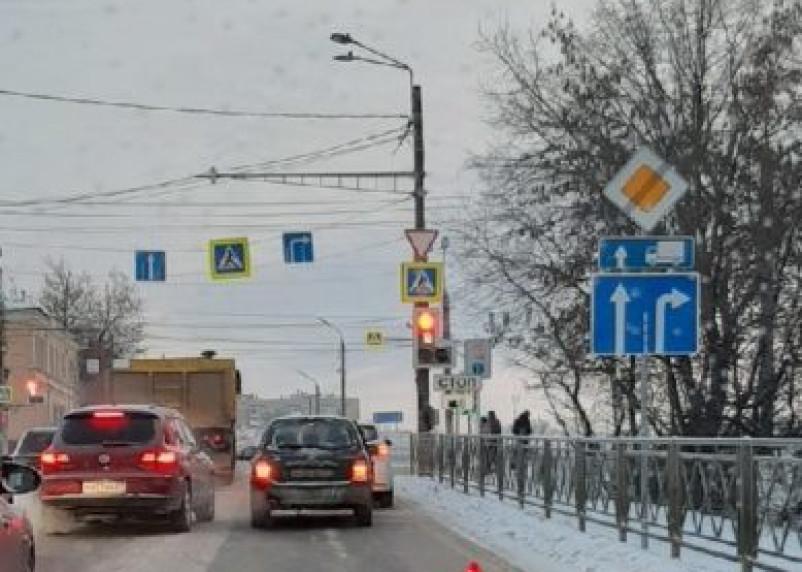 Витебское шоссе в Смоленске погрузилось в пробку