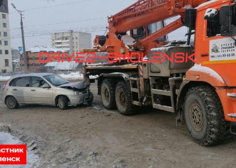 На Шевченко в Смоленске произошла авария с автокраном
