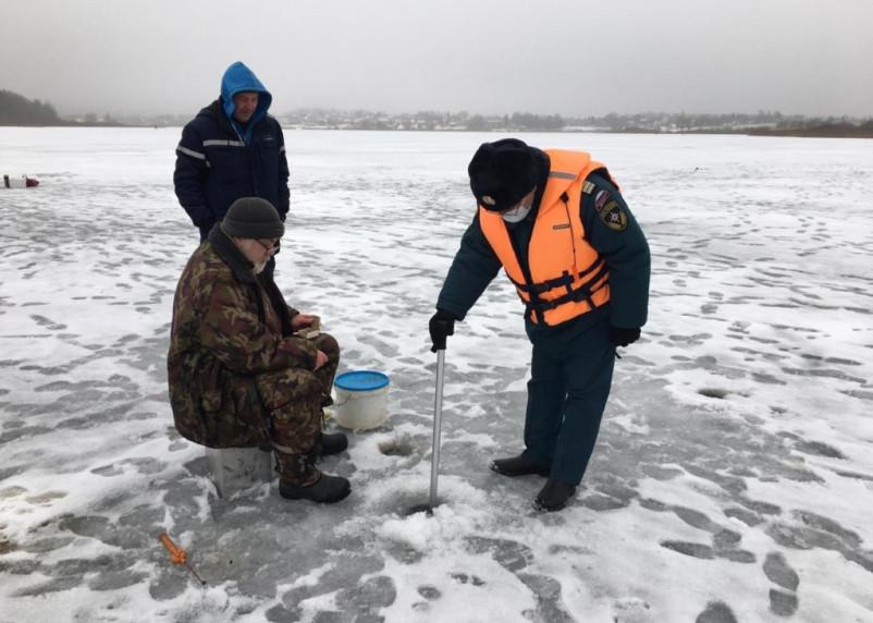 МЧС сообщило толщину льда на водоемах Смоленской области