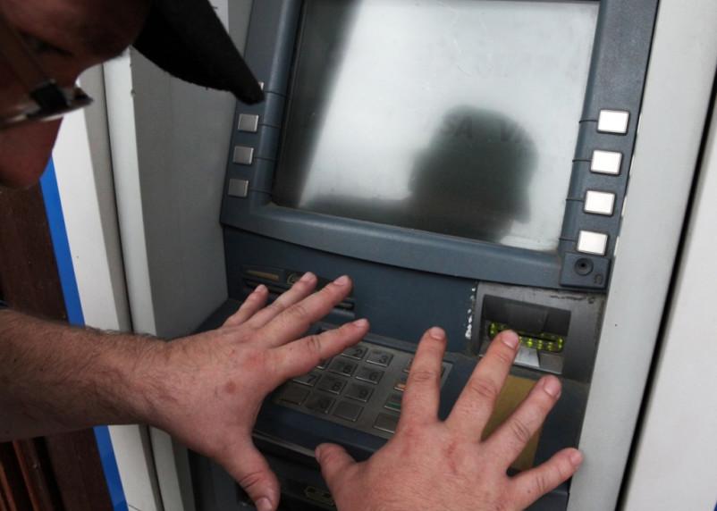 Кражу денег из платежного терминала раскрыли по крови