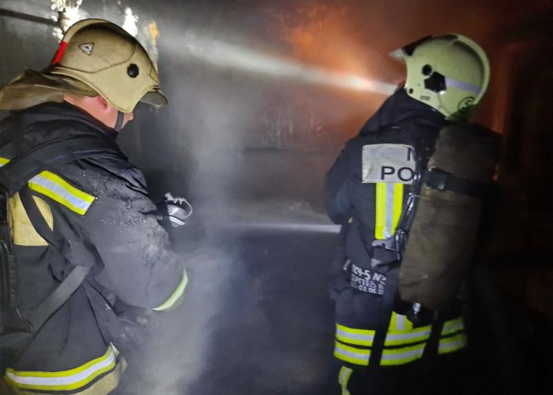 В Сафонове из горящей квартиры спасли четверых человек