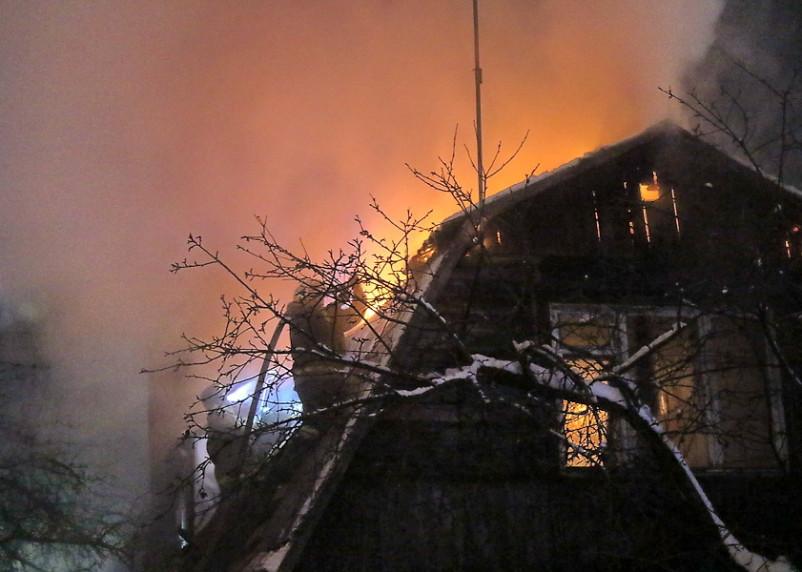 В Смоленской области вечером 19 января сгорели два дома