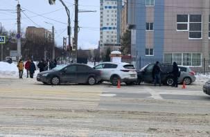 Массовая авария в Смоленске спровоцировала пробку