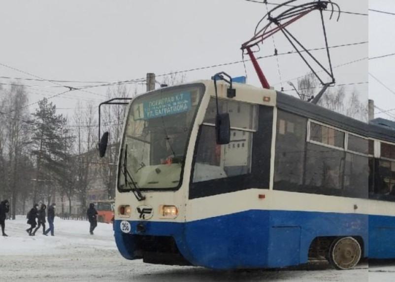 В Смоленске на улице 25 Сентября трамвай сошел с рельсов