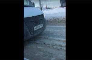 В Смоленске маршрутчик на встречке попал на видео
