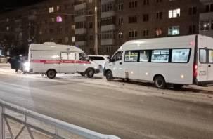 В Смоленске в ДТП с маршруткой пострадали два человека