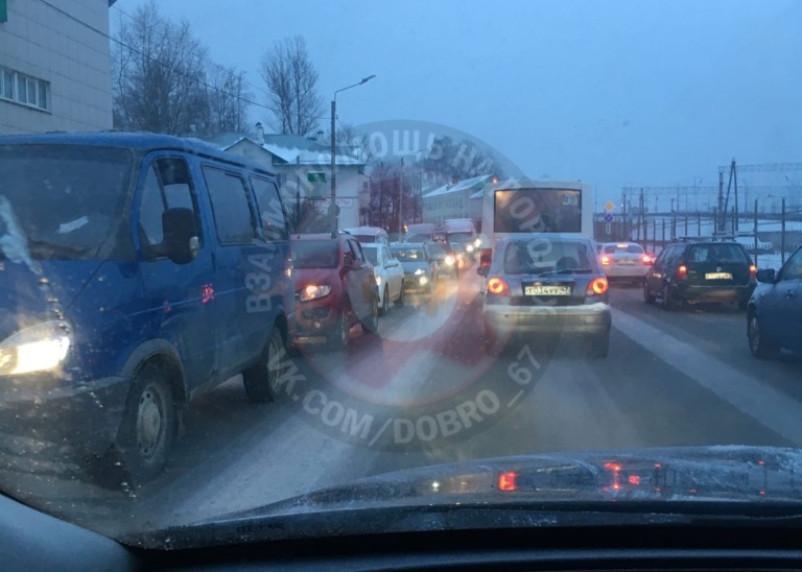 Авария спровоцировала пробку на Витебском шоссе в Смоленске